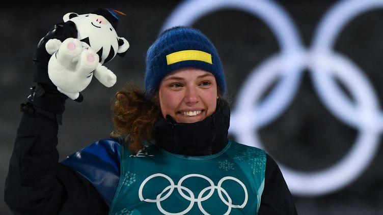 Hanna Oeberg savoure sa victoire olympique sur l'individuelle dames ce jeudi (FRANCK FIFE / AFP)