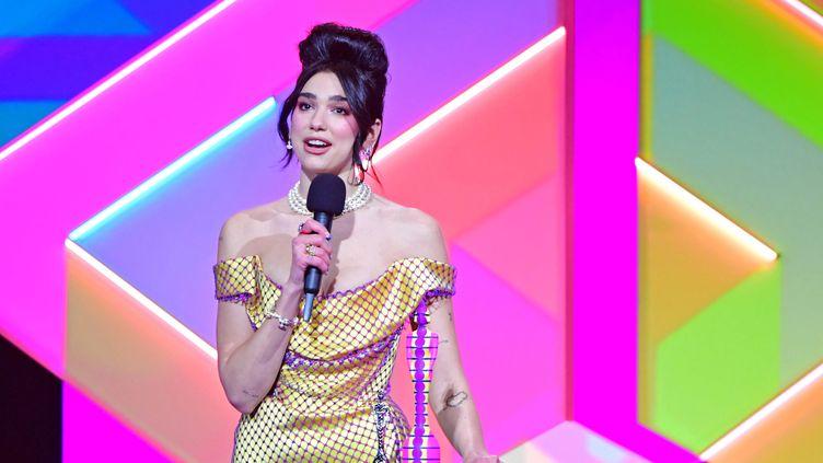 La chanteuse Dua Lipa aux Brit Awards à Londres, le 11 mai 2012. (IAN WEST / MAXPPP)