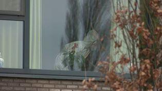 À Houthulst (Belgique), une maison de retraite est fortement touchée par le variant anglais du Covid-19. Reportage et explications sur place avec Julien Gasparutto. (France 3)