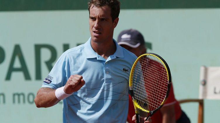 Richard Gasquet, lors de sa qualification pour les huitièmes de finale, face à l'Allemand Tommy Haas, le 2 juin 2012 à Roland-Garros. (THOMAS COEX / AFP)
