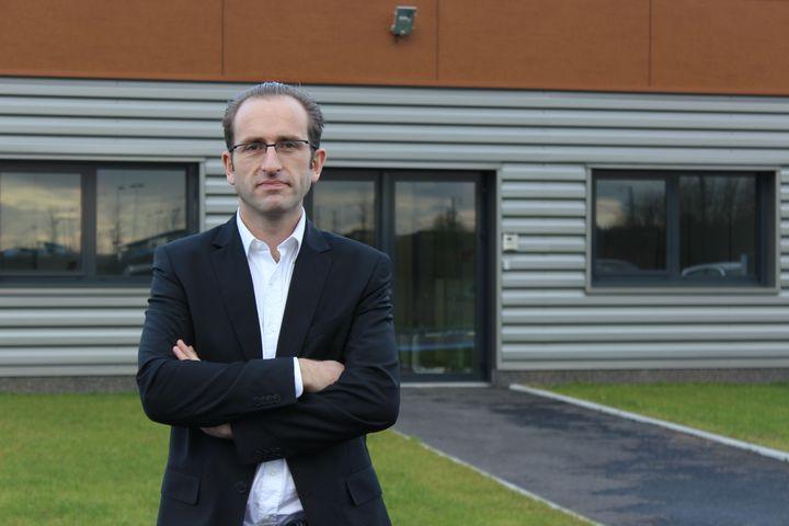 Christophe Coisne, directeur de la société Isolectra, installée sur la zone d'activité Haute-Picardie, le 16 décembre 2014. (MATHIEU DEHLINGER / FRANCETV INFO)