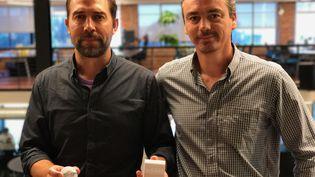 Les Français Vincent Crosnier et Stéphane Diner, anciens pilotes de chasse, veulent séduireles Etats-Unis avec leur capteur météo connecté (JC)