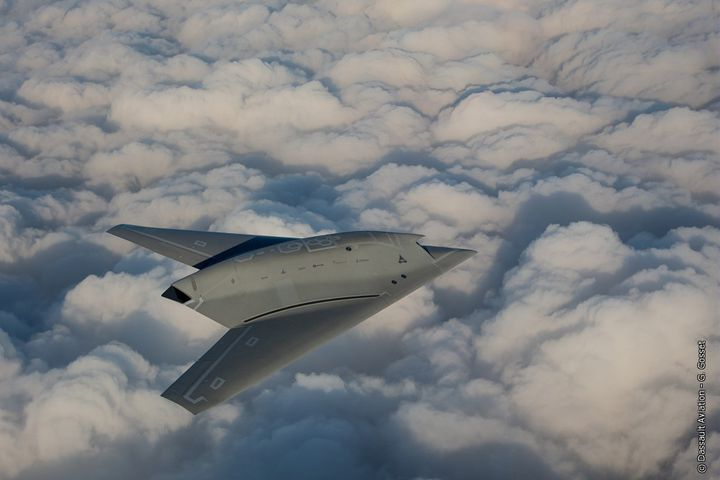 Le nEUROn, drone de combat de Dassault, ici en plein vol d'essai au-dessus de la Sardaigne, en août 2015. (DASSAULT AVIATION)