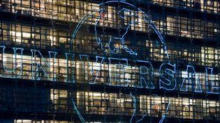 Le logo de Universal sur la façade de son immeuble à Berlin.  (Rene Spalek / Bildeberg / AFP)