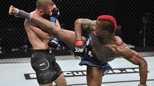 Un combat de MMA organisé par l'UFC à Abu Dhabi le 19 juillet 2020 (AFP PHOTO / HO / ZUFFA LLC)