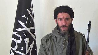 Le chef jihadiste algérien Mokhtar Belmokhtar, dans une vidéo obtenue à une date indéterminée par une agence de presse mauritanienne. ( AFP )