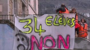 Le projet de loi de Jean-Michel Blanquer sur l'éducation est discuté à partir de lundi 11 février à l'Assemblée nationale. Dans le Puy-de-Dôme, les habitants de Job se mobilisent pour la fermeture d'une classe. (CAPTURE ECRAN FRANCE 2)