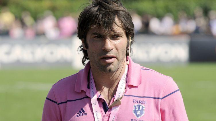 Christophe Dominici, à l'époque entraîneur adjoint des arrières du Stade-Français assistant au match Stade-Français contre Mont-de-Marsan, en Top 14 de rugby,le 30 août 2008. (STEPHANE DE SAKUTIN / AFP)