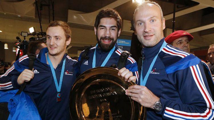 Le grand sourire de Valentin Porte, Nikola Karabatic et Thierry Omeyer (THOMAS SAMSON / AFP)