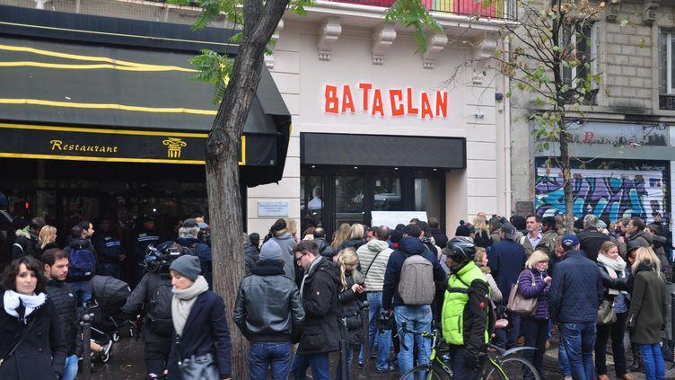 Cérémonie d'hommage aux victimes des attentats du 13-Novembre, le 13 novembre 2016 devant le Bataclan à Paris. (?FLORENCE GALLEZ/WOSTOK PRESS / MAXPPP)