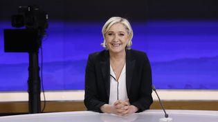Marine Le Pen sur le plateau de France 2, le 24 avril 2017. (PATRICK KOVARIK / AFP)