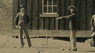 Billy the Kid (à g.) lors d'une partie de croquet, dans un lieu indéterminé de l'Etat du Nouveau-Mexique (Etats-Unis), en 1878. (HO / KAGIN'S, INC.)