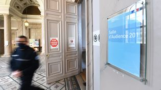 Les comparutions immédiates se tiennent dans une salle d'audience à Boulogne-sur-Mer (Nord), le 12 février 2021. (MAXPPP)