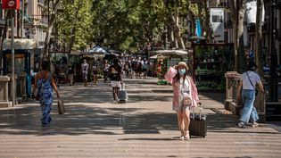 Des passants sur les Ramblas, à Barcelone (Espagne), le 17 juillet 2020. (ADRIA SALIDO ZARCO / NURPHOTO / AFP)