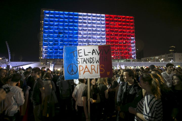 Un rassemblement organisé à Tel Aviv (Israël). (BAZ RATNER / REUTERS)