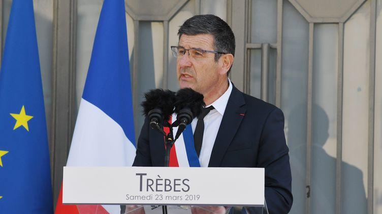 Le maire de Trèbes, Éric Menassi, aux funérailles des victimes de l'attaque terroriste du 23 mars 2018. (BOYER CLAUDE / MAXPPP)