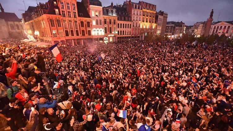 A Lille (Nord), c'est la Grand Place qui a été prise d'assaut. (MAXPPP)