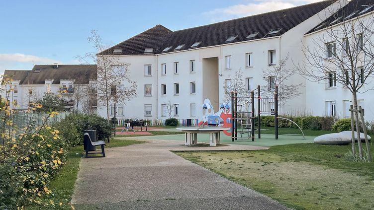 Une aire de jeux où une femme a tué son neveu de 10ans de plusieurs coups de couteau et grièvementblessé sa nièce de 4ansdans la nuit de Noël, à Limay (Yvelines). (CLARA WRIGHT / AFP)