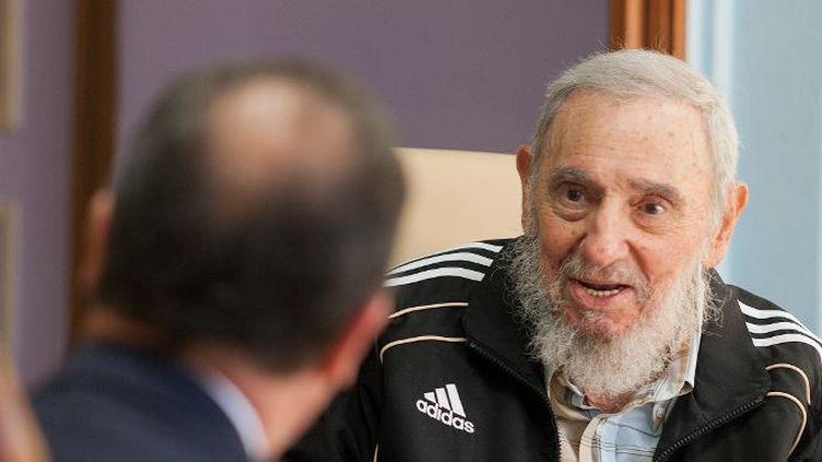 Fidel Castro, en entretien avec François Hollande à La Havane, le 12 mai 2015. (CUBADEBATE / NURPHOTO)