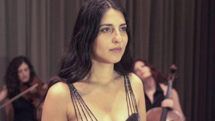 La chanteuse de jazz israélienne, d'origine marocaine, Noam Vazana, dont la participation au festival de jazz deTanger est contestée. (Capture d'écran YouTube)