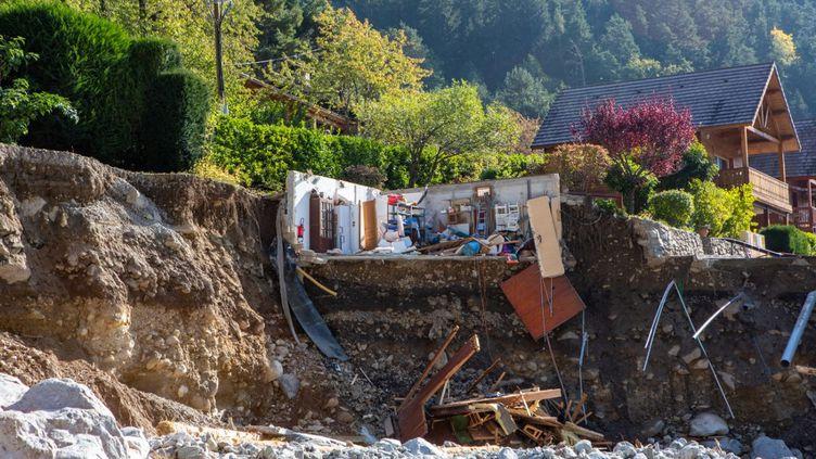 Le village de Saint-Martin-de-Vésubie après le passage de la tempête Alex, le 2 octobre 2020. (JEF BAECKER / HANS LUCAS / AFP)