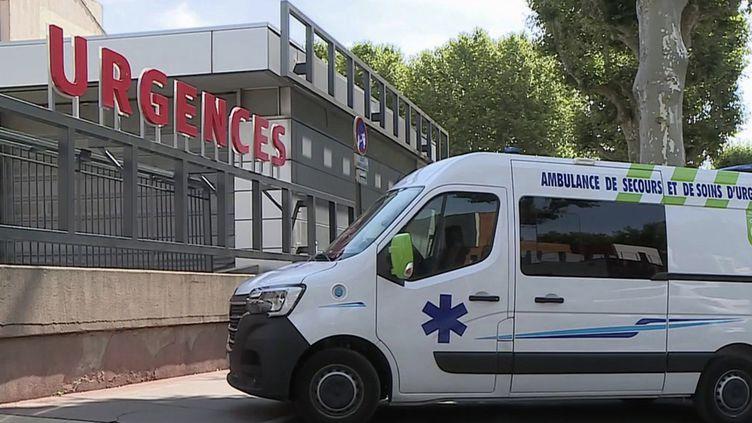 À l'hôpital de Narbonne (Aude), le flux de patients Covid a considérablement augmenté ces derniers jours. (CAPTURE ECRAN FRANCE 2)