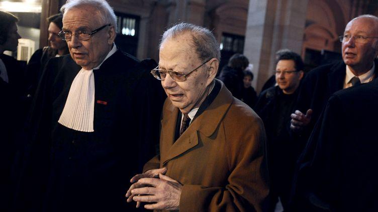 Le professeur Fernand Dray, ancien directeur du laboratoire Uria, lors d'une audience à Paris, le 14 janvier 2009. (OLIVIER LABAN-MATTEI / AFP)