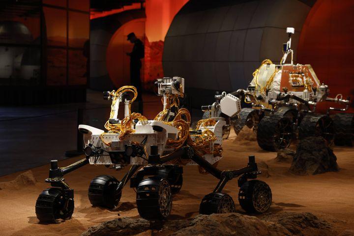 Exposition représentant le rover Tianwen-1 envoyésur Mars lors d'une exposition à Pékin le jeudi 23 juillet 2020. (NG HAN GUAN/AP/SIPA / SIPA)