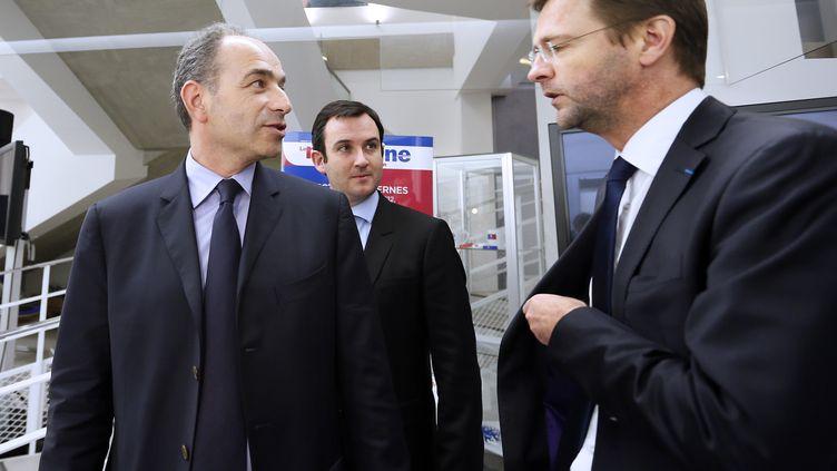Le président de l'UMP Jean-François Copé et Jérôme Lavrilleux, son directeur de cabinet, le 27 novembre 2012 à Paris. (KENZO TRIBOUILLARD / AFP)