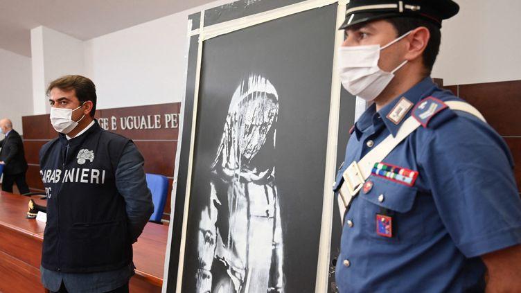 """""""La jeune fille triste"""", oeuvre attribuée à Banksy avait été retrouvée en Italie début juin (CLAUDIO LATTANZIO / MAXPPP)"""