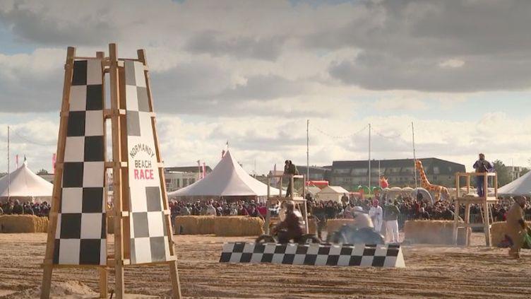 La longue plage d'Ouistreham, dans le Calvados, a accueilli pendant le dernier week-end de septembre une course de voitures et de motos de la Seconde Guerre mondiale. (FRANCE 3)
