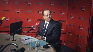Le président, François Hollande, le 5 janvier 2015, avant son interview dans les locaux de France Inter. (REMY DE LA MAUVINIERE / AP / SIPA)