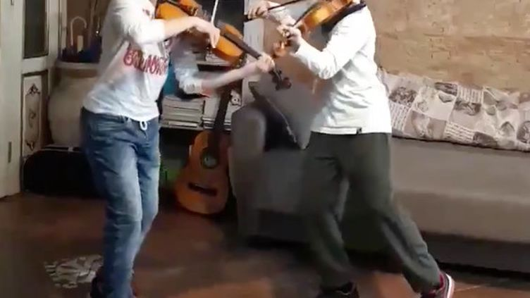 Deux jeunes musiciens italiens, stars des réseaux sociaux, égayent ces jours de confinement. Photo d'illustration. (CAPTURE D'ECRAN TWITTER)