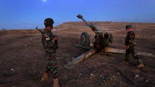 Des Peshmerga positionnés à 25 km dans le l'est de Mossoul le 17 octobre 2016 (SAFIN HAMED / AFP)