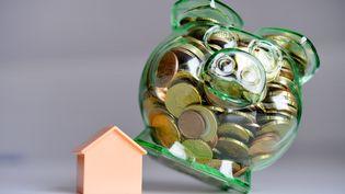 Les taux d'intérêt des crédits immobiliers accordés aux particuliers sont tombés à 2,70% en moyenne en juillet 2014. (FRANK MAY / PICTURE ALLIANCE / AFP)
