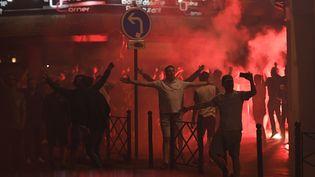 Des affrontements ont éclaté, le 15 juin 2016 à Lille (Nord), entre supporters anglais et forces de l'ordre. (MARIUS BECKER / DPA / AFP)