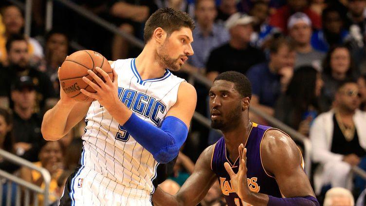 Nikola Vucevic (à gauche) a inscrit le shoot de la gagne face aux Lakers (SAM GREENWOOD / GETTY IMAGES NORTH AMERICA)