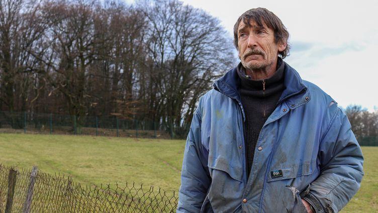 Philippe Layat,éleveur exproprié par le chantier du Grand Stade de Lyon, le 13 février 2015, sur son exploitation, à Décines (Rhône). (BENOIT ZAGDOUN / FRANCETV INFO)