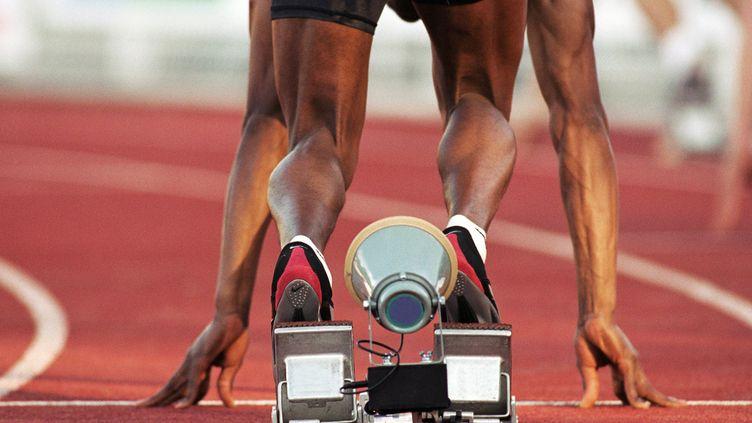 Un athlète au départ (illustration). (TÉO LANNIÉ / MAXPPP)
