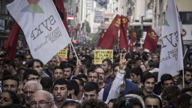 Manifestation à Ismir (Turquie), le 10 octobre 2015. (HASRET CEM TEKKESINO / CITIZENSIDE.COM / AFP)