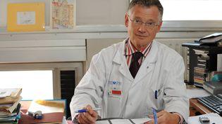 Francois Bricaire, chef du service des maladies infectueuses et tropicales au groupe hospitalier Pitié-Salpêtriere, à Paris, en juin 2009. (MAXPPP)