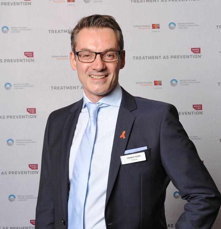 Franck Point lors de conférence internationale de la AIDS society, pendant laquelle Faubourg à remis un cheque du montant des ventes de macarons ce jour-là dans les troismagasins. (Photo DR)