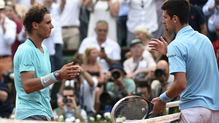 Rafael Nadal et Novak Djokovic s'affronteront pour la 8e fois à Roland-Garros (MIGUEL MEDINA / AFP)