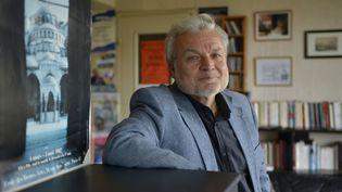 L'écrivain turc Nedim Gürsel photographié à Paris le 13 juillet 2012. (ULF ANDERSEN / GAMMA-RAPHO / GETTY IMAGES)