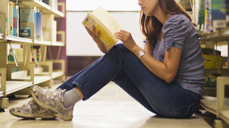 Le site StreetPress publie les données des ouvrages les plus empruntés en 2011 dans les bibliothèques parisiennes, le 13 décembre 2012. (GETTY IMAGES)