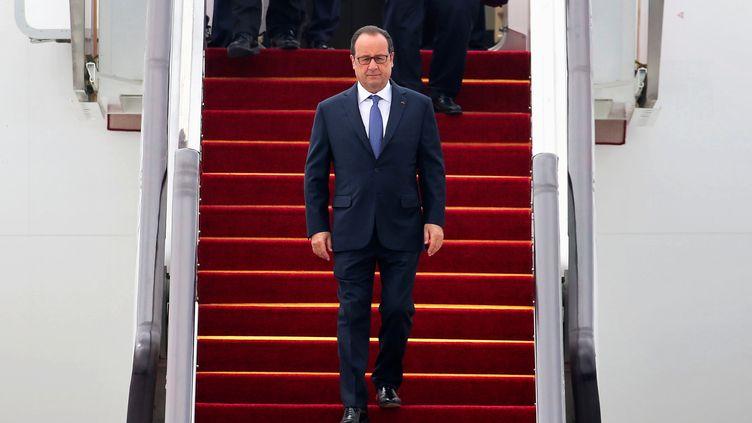 François Hollande arrive à l'aéroport deHangzhou (Chine) pour le sommet du G20, le 4 septembre 2016. (CHANCE CHAN / REUTERS)