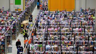 Le géant de la distribution en ligne Amazon, ici àLauwin-Planque dans le Nord,va ouvrir en 2017 un 5e centre de distribution en France à Boves dans la Somme (JOHAN BEN AZZOUZ / MAXPPP)