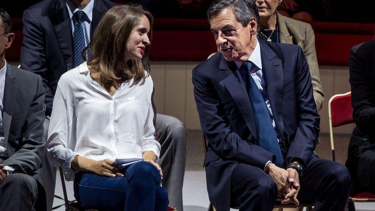 La porte-parole de Sens commun, Madeleine de Jessey, et le candidat de la droite et du centre, François Fillon, lors d'un rassemblement au Cirque d'hiver, à Paris, le 21 septembre 2016. (MAXPPP)