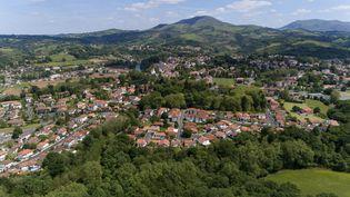 Le village de Cambo-les-Bains (Pyrénées-Atlantiques), le 13 mai 2019. (HAUSER PATRICE / HEMIS.FR / AFP)