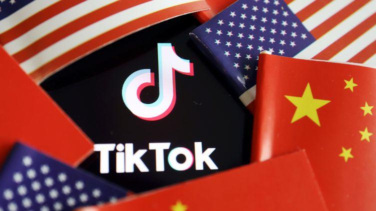 Détenu par le Chinois ByteDance, le réseau social TikTok est accusé par Donald Trump d'être un cheval de Troie au service de Pékin. (FLORENCE LO / REUTERS)